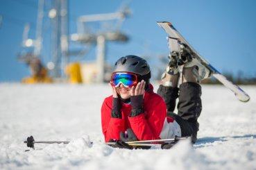 Výber lyžiarskej prilby nepodceňujte!