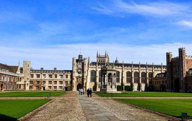 Čo potrebuje študent, aby mohol študovať na Cambridge?